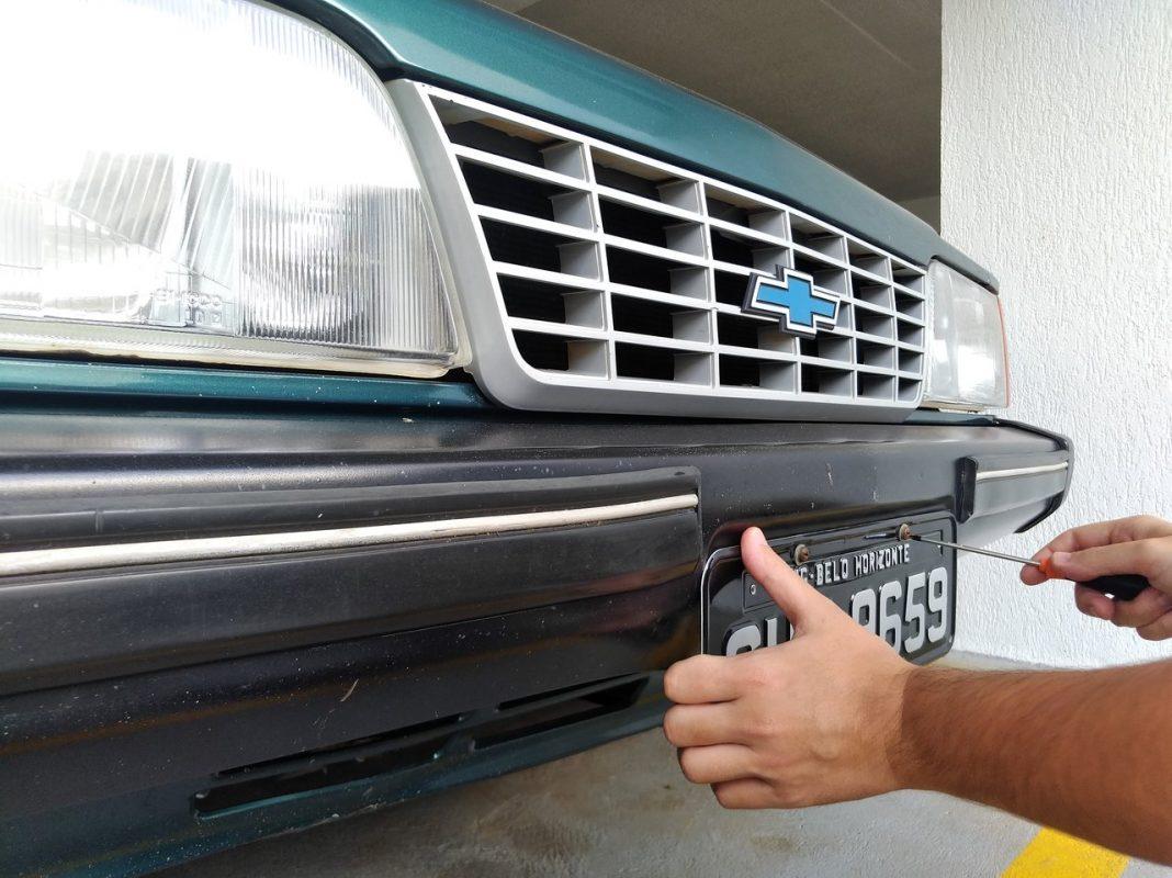Imagem para ilustrar o texto sobre a placa preta do carro e como obtê-la